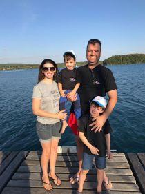 Família Kisslinger Rodrigues vestindo a camisa - lago Steinberger See (Alemanha)
